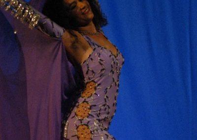 Foto 224 violett Pose zurückgebeugt klein
